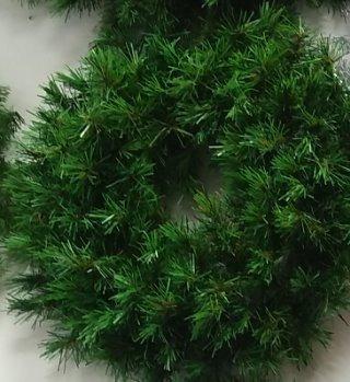 Imagen 1 de 2 de Corona Bavaro Lujo Verde Y Blanca Aro Doble 60 Cm Diametro