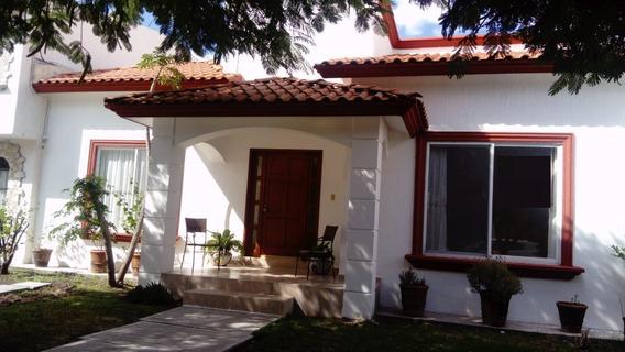 Casa De 1 Planta En Pueblo Nuevo.