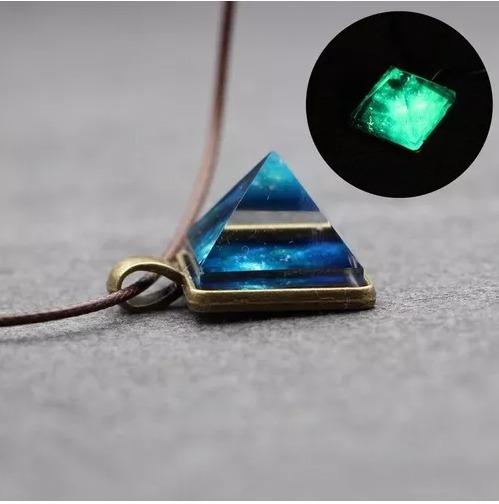 Colar Piramide Brilha No Escuro Cósmico Universo Promoção