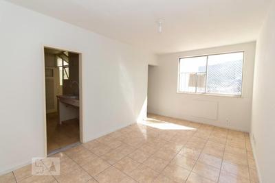 Apartamento No 10º Andar Com 2 Dormitórios E 1 Garagem - Id: 892930307 - 230307