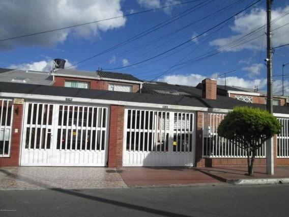 Casa En Venta En Modelia 20-312 C.o