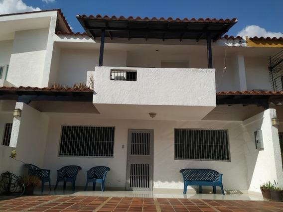 Casa En Venta En El Trigal Norte 04123424992.
