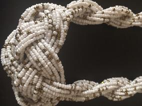 Maxi Colar Branco Com Detalhes Dourados