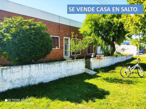 Casa En Salto, Barrio Jardines De Don Bosco.