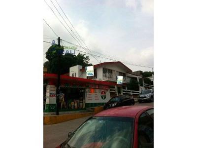 Venta De Casa Y Departamentos En Papantla Veracruz, Se Encuentra Ubicada En La Calle Heroico Colegio Militar 312, Es Una Casa En Planta Alta Que Cuenta Con 2 Departamentos Y Un Local Comercial En La