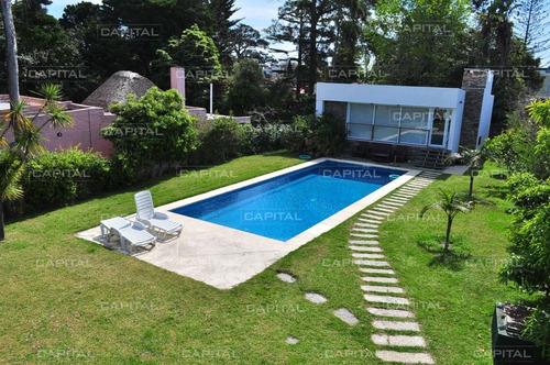 Espectacular Casa En Playa Mansa 3 Dormitorios A 150 Metros Del Mar-ref:28522