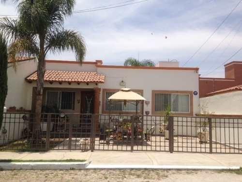 Casa En Venta En Fraccionamiento Residencial Haciendas En Tequisquiapan