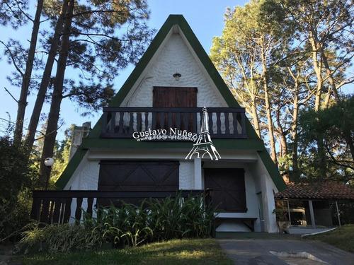 Casa En Lindo Barrio - Ref: 3402