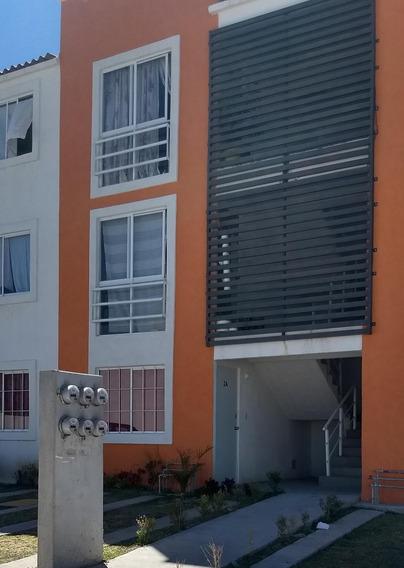 Casa 2 Recámaras, Sala Comedor, Baño Y Patio