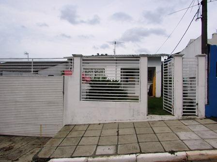Casa Em Centro Com 3 Dormitórios - Rg4163