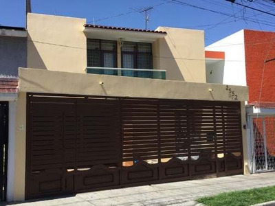Casa Amplia Remodelada, Sin Vecino Frente, Isla Pantenaria
