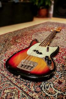 Bajo Fender Mustang 1975