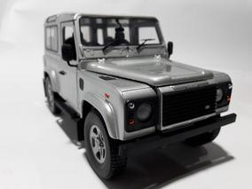 Land Rover Defender Revell 90 -1:18-studio Vso 64