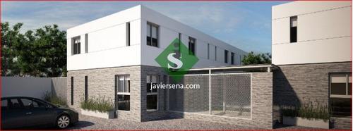 Venta De Apartamento Cerca Del Centro De Maldonado, 2 Dormitorios, Baño, Estacionamiento.- Ref: 168172
