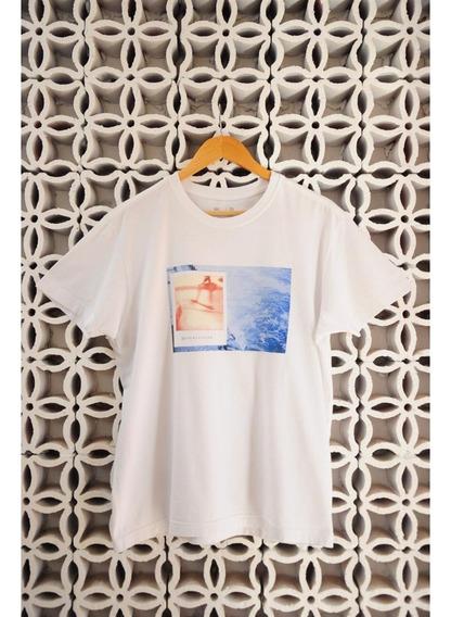 Camiseta Branca Estampa Mar