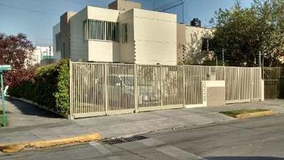 Casa De 4 Recámaras En Esquina, Cochera 5 Autos
