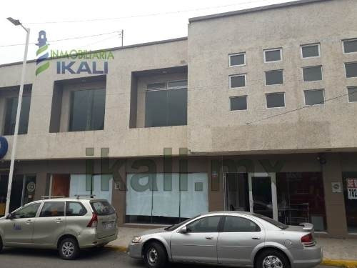 Renta Local Comercial 529 M² Col. Las Palmas Poza Rica Veracruz. Ubicada En La Av. Palmas, El Local U Oficina Se Encuentra En Primera Planta Y Consta De Un Área Amplia Y 6 Baños Completos, Cuenta Con