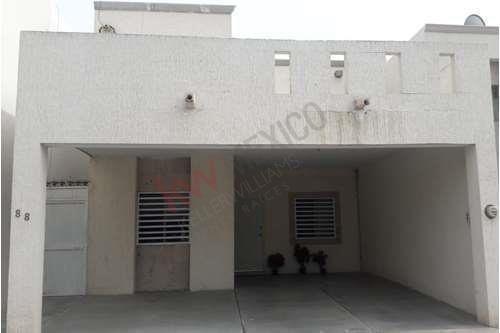 Casa En Venta, Con Recámara En Planta Baja, Equipada, Sector Senderos, Torreón, Coahuila