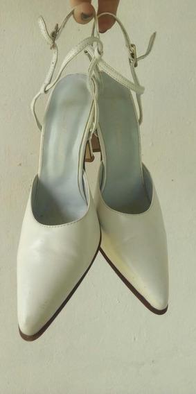 Zapatos De Cuero Stilettos Con Hebillitas. Salta