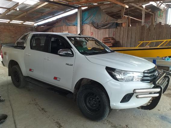 Camioneta Toyota Hilux Año 2017