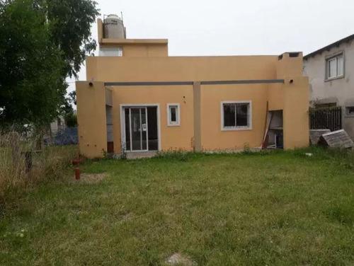 Casa Venta 2 Dormitorios 1 Baño 1 Cochera Jardin 82 Mts 2 Cubiertos Terreno 300 Mts 2 - Villa Parque Sicardi