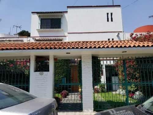 Fraccionamiento San Miguel, Naucalpan: Acogedora Casa En Cerrada Con Gran Ubicación.