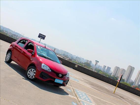 Toyota Etios Toyota Etios X 1.3 Automático (hatch) Vermelho