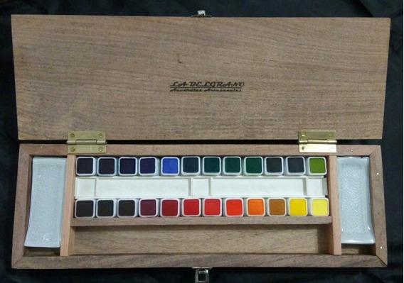 Acuarelas Profesionales X 24 Colores. Estuche De Algarrobo