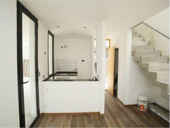 Duplex Venta 2 Dormitorios , Parrilla Y Cochera-111 Mts 2 Y 80 Cubiertos-estrenar - City Bell