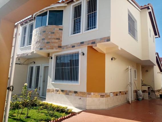 Maison Inmobiliaria Vende Bello Townhouse En El Macaro