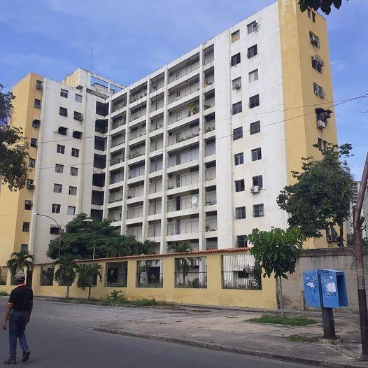 Vendo Apartamento Ubicado En Pleno Centro De Maracay.