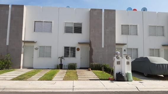Casa En Venta. Viñedos, Queretaro. Rcv200102-jg