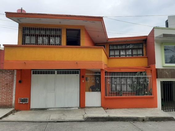 Hermosa Casa Ubicada A Solo 3 Cuadras De Av. Lázaro Cardenas