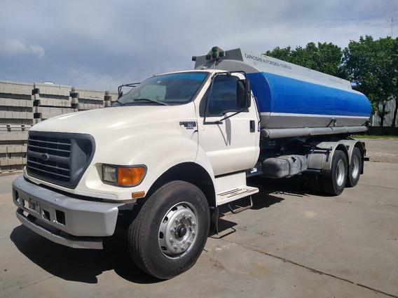 Camion Con Tanque Y Equipo De Despacho