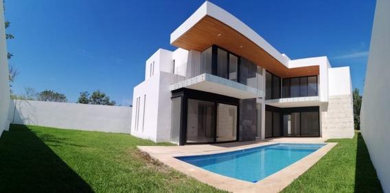Residencia Nueva En Privada Residencial Con Amenidades. Norte De Merida. Temozon.
