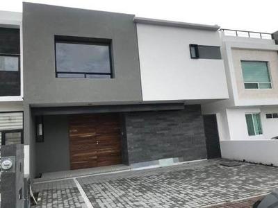 Kl / Moderna Casa En Venta, Condesa Juriquilla.