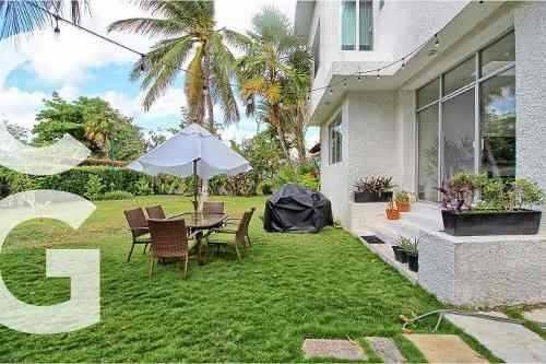 Casa En Venta En Cancun En Villas Naha Con Acceso Al Mar