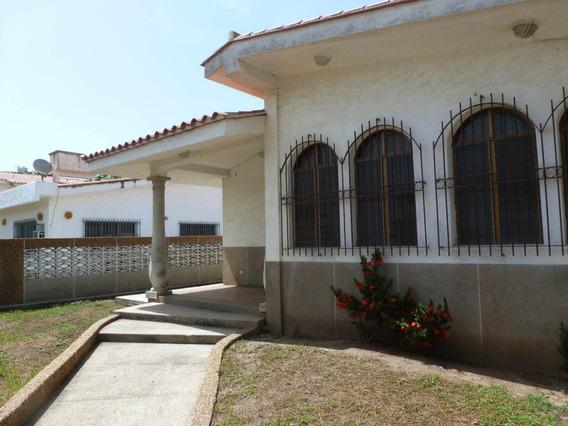 Casa En Venta En Higuerote 19-1483