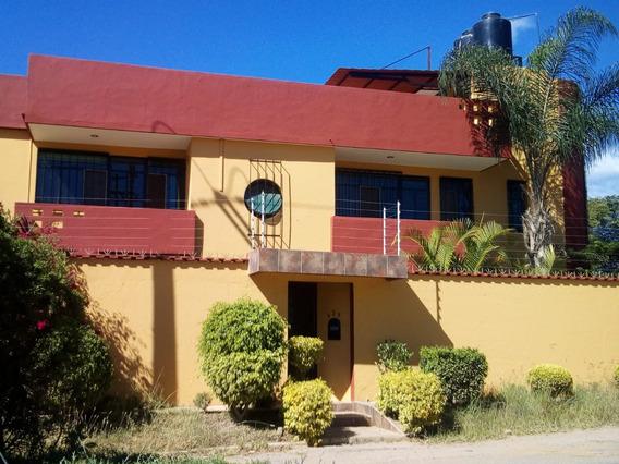 Se Vende Casa 4 Recamaras, 3 Y Medio Baños, Con Alberca.