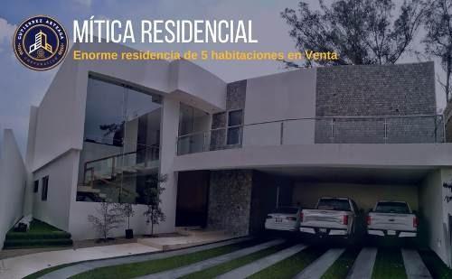 Enorme Residencia De 5 Habitaciones En Mítica Residencial