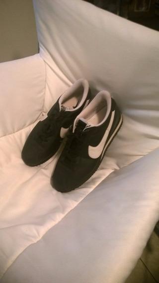 Tenis Modelo Vintage Nike Negros Con Blanco Unico