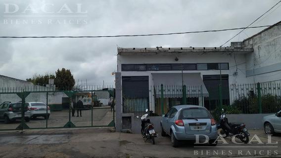 Galpón En Venta Calle 73 E/ 27 Y 28 - La Plata - Dacal Bienes Raices