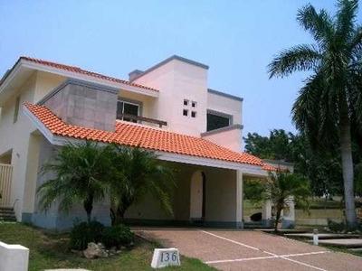 Residencia En Venta En Lagunas De Miralta.