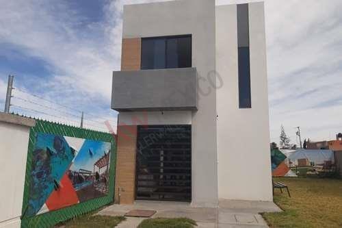 Casa En Privada Con Alberca, Modelo Turquesa. Arcano Residencial