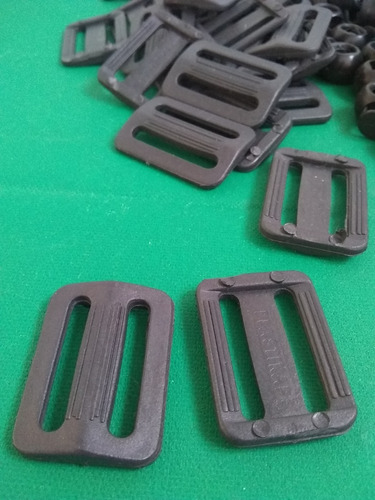 Regulador Pasador Doble De Plástico Negro Para Mochilas