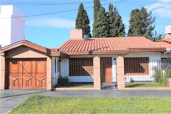 Casa De 4 Amb Con Cochera , Quincho Y Pileta