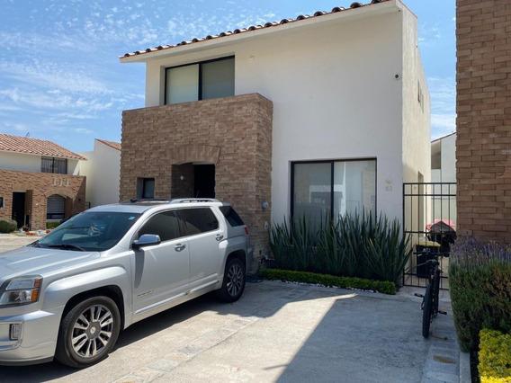 Casa En Renta En Cumbres Del Lago, 3 Rec., 2.5 Baños, Jardín, Alberca