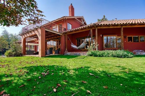 Gran Casa En Condominio, Cercana A Colegio Sek, Peñalolen.