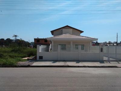Casa Com 3 Quartos E Salão De Festas