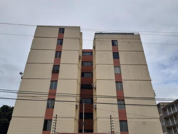 Apartamento En Venta En Zona Este Barquisimeto Lara 20-10406